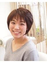 クルー ヘアー(CREW hair)ひし形フォルムのミディアムショートスタイル