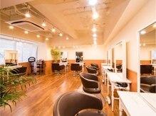 アグ ヘアー バレッタ 梅田4号店(Agu hair barretta)の雰囲気(落ち着いたシックな空間。ゆったり寛げる場所。)