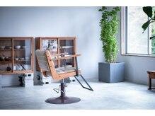ケルン 世田谷上野毛の雰囲気(窓でも鏡でもお好みで椅子の角度を調整いたします♪)