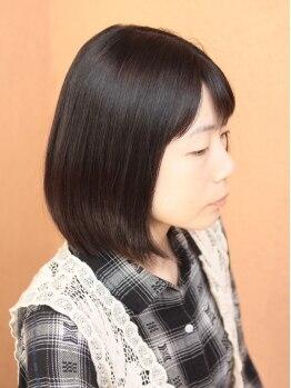 ラパス ヘアー(Lapas Hair)の写真/【全ての施術にオーガニックシャンプーを使用◎】グリーンが飾られたカフェのような店内で癒しの時間…♪