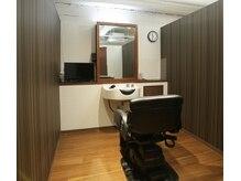 ヘアハウスレポ(Hair House LePo)の雰囲気(ゆったりとした全席テレビ付きの完全個室)