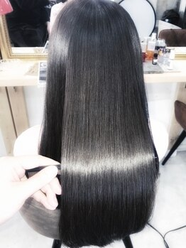 アンフィドットドゥルドゥ(AnFye.dueldo)の写真/髪質改善サロンで行う縮毛矯正♪低温・高温アイロンを使い分け、ナチュラルな艶髪×美髪へと導きます◎