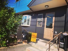 ココ(KOCO.)の雰囲気(ブルーとブラックのお店です☆ご来店お待ちしております!)