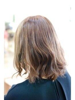 フォレドゥクープの写真/《トップクラスの仕上がり◎》弱った髪にハリ・コシを与え、ナチュラルな髪色仕上げにツヤと強度をプラス。