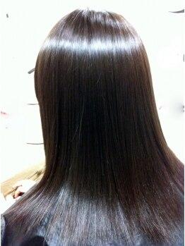 ルッチ(Rucci)の写真/艶々サラサラでスタイリングしやすい美髪に!【縮毛矯正&カット&ダメージケアトリートメント ¥9500】