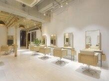 「髪と心の楽園」「都会のオアシス」をコンセプトに掲げた美容室×スパ融合サロン♪