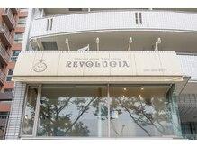 レボルシア 博多(REVOLUCIA)の雰囲気(国体道路沿いの時計の看板が目印です♪)