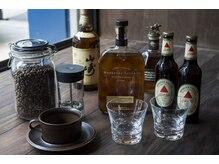 ブルーワークス(BLUE WORKS)の雰囲気(こだわりの豆から挽いたコーヒー、お酒を飲んでお寛ぎください。)