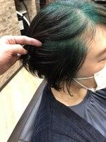 キャラ 池袋本店(CHARA)白髪をモードでお洒落に。ビリーアイリッシュ風最先端カラー。