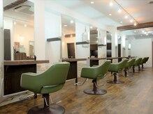 美容室 クラフトヘアー 西葛西店(CRAFT HAIR)の雰囲気(広々とした空間で施術致します。隣の席との間隔も気にならない♪)