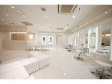 ニューヨークニューヨークドットシーオー なんばパークス店(NYNY.co)の雰囲気(なんばパークス4F★白を基調とした店内。・。・。)