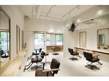 ニヨンヘアー(NIYON HAIR)の雰囲気(白を基調とした居心地の良い空間、清潔な店内です★)