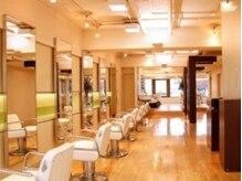 ヘアードレッシング ベーアッシュ(Hair dressing b.h.)の雰囲気(1席1席の間が広々としているゆとりのある空間)