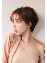 ノーヴェ リーナ(Nove Lina)大人ハイライトで作るシアーオレンジ×耳掛けマッシュショート