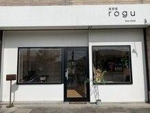 美容室ログ(rogu)の雰囲気(外観は白を基調にシンプルに)