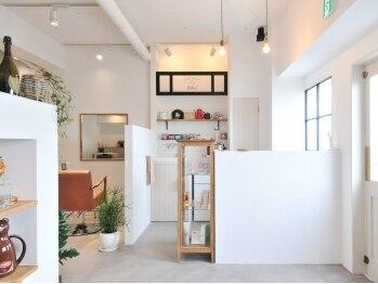"""エミウ(EMIU)の写真/大型サロンでは決して味わえない""""贅沢な時間""""が過ごせる☆友達の家にいるような居心地の良さ◎"""