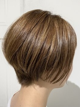 トゥリキャンバス(tRe canvas.)の写真/透明感抜群の【イルミナ/アディクシー】取扱い◎白髪を活かしたデザインカラーであなたらしさを引き出す―