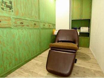 ヘアーアンドメイク シェリ(Hair&Make Cherie)の写真/髪や頭皮の悩みによって選べるヘッドスパメニュー☆半個室のスペースでゆったりくつろげます♪