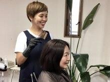 ピーカラー(P-COLOR)の雰囲気(専用オイルで頭皮の保護をした後に、手早く丁寧に施術致します。)