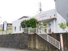 セラヴィ ヘアーサロンの雰囲気(西条駅から広島大学への道中にあります。サインポールが目印!)