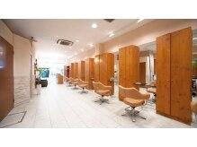 ヘアーアンドメイク エクリ 不動前店(Hair&Make equri)の雰囲気(キレイで開放感のあるゆったりとした店内です!)