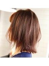 【質問6】白髪を染めながらデザインカラーを入れる事は可能ですか?
