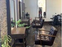 サイカエー(SAIKA)の雰囲気(緑×ウッドのカフェのような空間でお客様をお出迎え致します。)