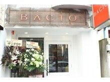 バッチョ(BACIO)の雰囲気(12月8日移転オープン白い壁のオレンジの看板がめじるし)