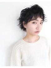 サンサンサン(Sun Sun Sun)オトナから学生までクセ毛風黒髪パーマスタイル