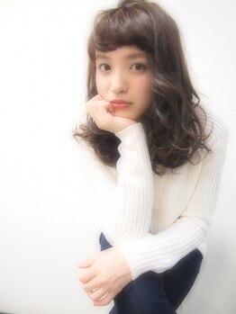 ヘアアンドメイク グラ(HAIR&MAKE gra)の写真/【8月2日グランドOPEN!/特別キャンペーンあり】くしゅっとくせ毛風も♪ゆるふわ愛されカールで小顔魅せ☆