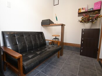 サロン ド デュラス(Salon de Duras)の写真/【個室でゆったり施術】木を基調としたナチュラルテイストの少人数制サロン♪癒しのサロンTimeをあなたに。