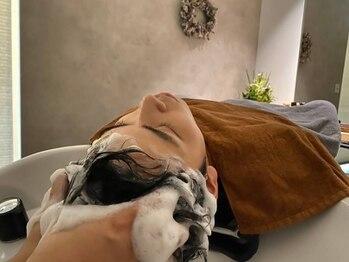 カペル(CAPEL)の写真/【完全個室サロン】癒しの個室空間で日々の疲れを揉みほぐし*CAPELの本格ヘッドスパで心ゆるむひと時を♪