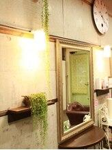 ☆アンティークなものに囲まれた、おしゃれな町の小さな美容室☆彡