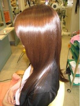 ソーホーニューヨーク 草加店(SOHOnewyork)の写真/クセ毛が気になる方も、優しく揺らぐ美髪ストレート☆オイル入り矯正剤でなめらかなツヤめきヘアへ♪