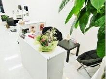 ヘアースタジオ ブリス(Hair Studio Bliss)の雰囲気(待合スペース☆カフェのような大きめのイスご用意しました♪)
