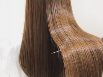 アグ ヘアー ハニー 春日部店(Agu hair honey)の写真/その艶髪に『ドキッ』★憧れのストレートを再現したサラツヤHair♪ヘアの流行をプラスして☆