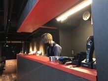 エスピーゼロワン(SP-01)の雰囲気(店内真ん中にカウンター設置!常に店内が見渡せます。)