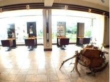 ラコ(Laco)の雰囲気(とにかく広い店内は豊見城なのにまるでリゾートにいるかのよう。)