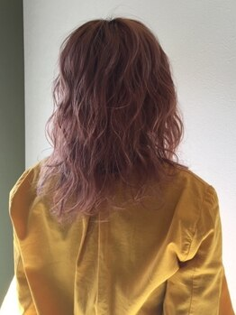 ヘアーサロン コンクエスト(HAIR SALON CONQUEST)の写真/グラデーション/インナーカラーまで対応可能!光をまとったような透明感あふれる色味も<CONQUEST>で叶う◇