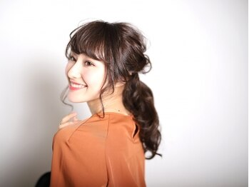 ディードア ヘア ヴィジョン(Ddoor hair vision)の写真/熊谷美容室《Ddoor》はお洒落な明るめグレイで自然にぼかした、より艶のある綺麗な白髪染めを叶えます♪