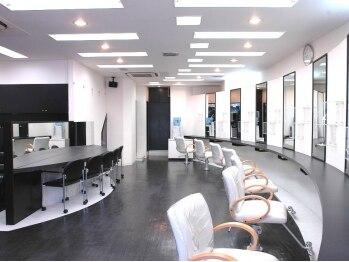 クレス 高島平店(CLESC')の写真/「美容室は緊張する・・・」という方も個性豊かなスタッフがきっとあなたを笑顔にしてくれます♪