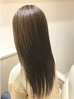 ルーチェ ヘアー ヒーリング(Luce hair healing)の写真/毛先まで柔らかい手触り、ツヤのある自然なストレートラインに。湿気で広がる髪も毎朝セットがスムーズ!