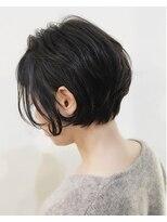 キアラ(Kchiara)黒髪の耳かけオシャレボブ