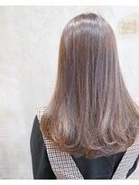 ノエル ヘアー アトリエ(Noele hair atelier)艶髪ロングのグレージュワンカール