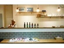 ヘアーアンドライフスタイル ルカヒ(Hair Life style LUKAHI)の雰囲気(カフェ&バー風なオシャレ店内☆気さくオーナーが迎えてくれます)