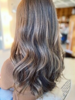 リリ(LILI)の写真/発色.色持ちが抜群◎髪に立体感と存在感をもたらす【LILI】の巧みなカラー技術を是非お試しください♪