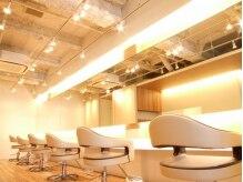 ロータス ヘアデザイン 西船橋店(Lotus Hair Design)の雰囲気(店内はオフホワイトとウッド調で温かい雰囲気です♪)