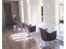 ヘアーディレクションイアス (HAIR DIRECTION eAs)の雰囲気(プライバシーを考慮し、席間を広くとったセットブース♪)