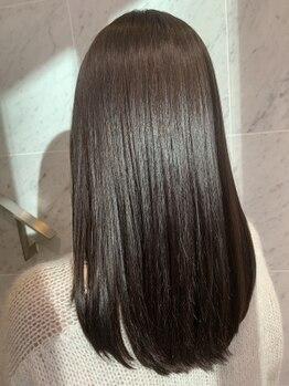 プラス アヴェダ(PLUS AVEDA)の写真/AVEDA独自開発の《ボタニカルリペアトリートメント》髪を内側から強化し髪質改善されたかのような手触りに!