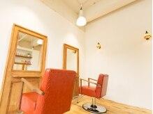 キコ(kico..)の雰囲気(アンティーク調のセット椅子はオシャレで座り心地良いです。)